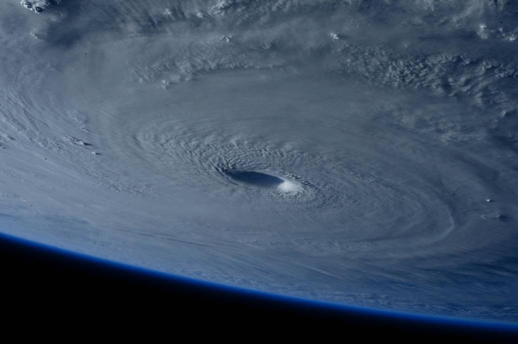 宇宙から見た台風NASA